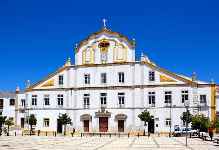 Camara building in old town portimao